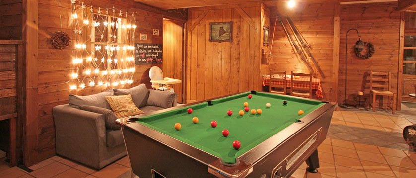 France_La-Plagne_Hotel-Des-Balcons-Belle-Plagne_Pool-table-lounge-area.jpg
